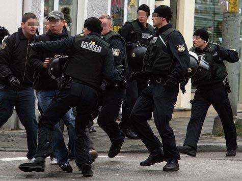 Nach dem Ende eines Amateurderbys zwischen dem TSV 1860 München und dem FC Bayern soll es 2007 zu Übergriffen der Polizei auf Fans gekommen sein