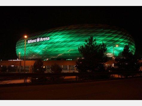 """Как и почему мюнхенская """"Allianz-Arena"""" вдруг «позеленела»…"""